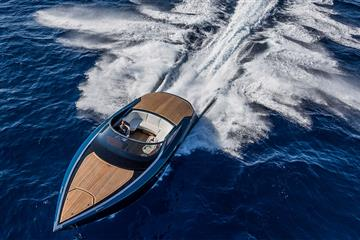articles - aston martin am37 riding the waves in astons £1m powerboat