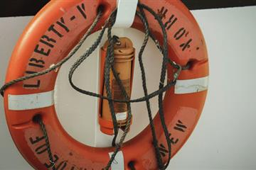 articles - how-to-handle-an-emergency-at-sea