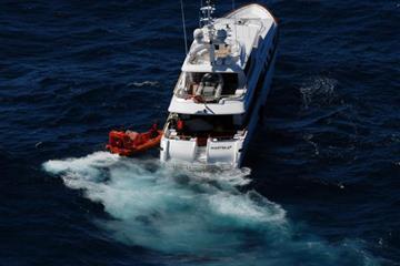 articles - sos-20m-superyacht-stranded-at-sea