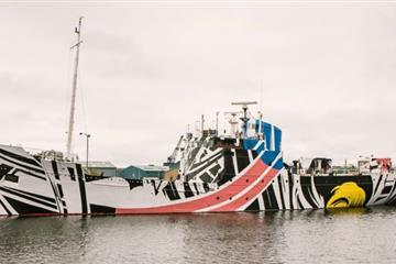 articles - artist ciara phillips creates dazzle ship design