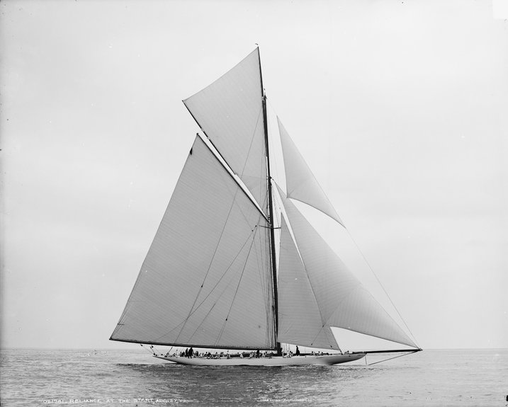 Nathanael Herreshoffs 'Reliance' - 1903 – Whilst her waterline was 90ft, her total length was 201ft